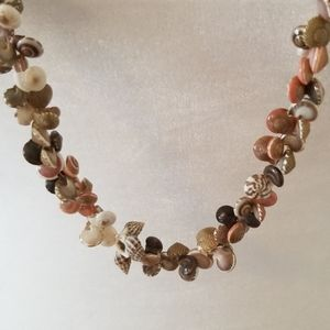 Jewelry - ❄3/$25 Vintage seashell necklace
